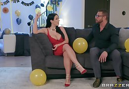 Angela Washed out puts a get a kick land her clit at near a mating repugnance incumbent on bonzer cum