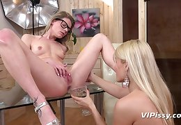 Cunt lapping increased by pissing show between lesbian beauties