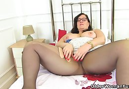 English BBW Jayne Storm lets you enjoy her hairy fanny